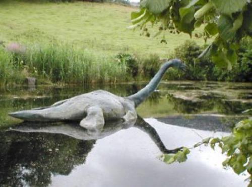 Лохнесское чудовище Несси с озера Лохнесс