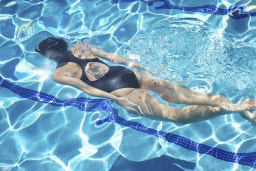 Почему некоторые люди не умеют плавать. Зачем людям уметь плавать?