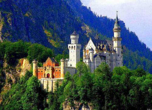 Замок Нойшванштайн в Германии. Легенды нойшванштайна - замка в Германии.