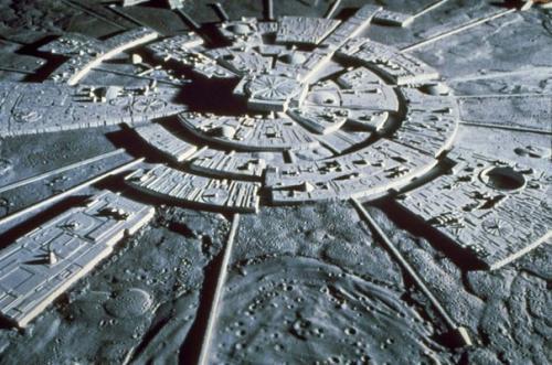 Темная сторона луны: базы инопланетян или кладбище древних астронавтов