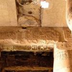 В 1848 г. археологи обнаружили в абидосе над входом в храм сети I таблички с загадочными иероглифами.