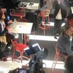 В Праге открылся бар с роботом - барменом.