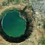 """Тайны озера в """"Лунном"""" кратере."""