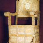 Волшебный трон.  В испанском городе Барселона, расположен древний монастырь святого духа.
