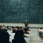 Один умный профессор однажды в университете стал задавать студенту интересные вопросы.