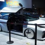 """Водородный автомобиль Toyota Mirai в стиле """"Назад в будущее""""."""