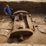 Археологи нашли древние колесницы в Индии, возрастом минимум в 4000 лет.