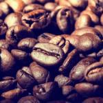 Обычному человеку достаточно выпивать пару чашек кофе в день, чтобы усилить эффект от ежедневных тренировок.