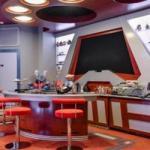 Фанат Star Trek дома кинотеатр в стиле корабля Enterprise оборудовал.