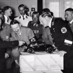 Первый автомобиль Volkswagen Beetle (жук) был произведен в 1933 году в Германии.