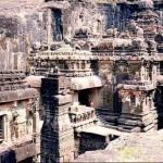 Эллора - храмы, высеченные в скале.