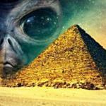 Инопланетянин в великой пирамиде в Египте.