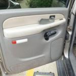 Неожиданный сюрприз в двери подержанного автомобиля.
