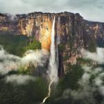 Анхель - самый высокий водопад в мире, с общей высотой 979 метров и с высотой свободного падения воды 807 метров.