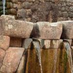 Тамбомачай - уникальная водная система инков, которая до сих пор работает.