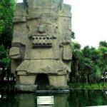 Тлалок. Ezomir.  Тлалок - бог дождя и грома, сельского хозяйства, огня и южной стороны света у ацтеков.