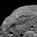"""Астероид веста от аппарата """"Dawn""""."""