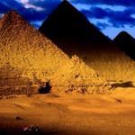 Время пирамид боится.