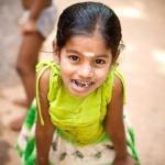 Дотрагиваться до головы непальцев, индийцев, тайцев и некоторых других азиатов, а также гладить по голове их детей крайне неприлично.