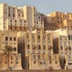 """Из-за сходства с небоскребами Нью-йорка город шибам в Йемене называют """"Манхэттеном Пустыни""""."""