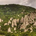 Долина призраков.   Эта долина протянулась южным склоном живописного горного массива демерджи, что является частью главной гряды крымских гор.