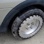 Изобретатель из Великобритании разработал колеса, позволяющие ездить вбок.