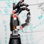 Система роботизированных протезов на своих ошибках учится.