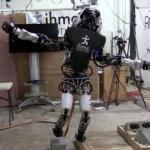 Робот Atlas научился балансировать на одной ноге.