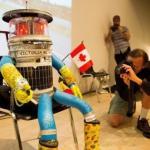 Робобудни.  История в картинках про первого робота, путешествующего автостопом.